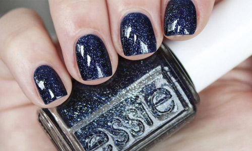 Dark, glittery navy blue nails