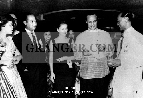 Marlon Brando wore the Barong while meeting fans